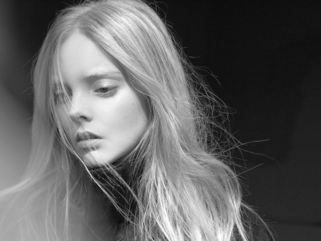 Emily Wake / Elite Paris