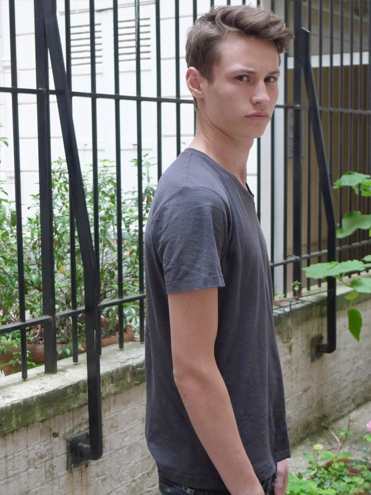 Adrien / polaroid courtesy LAGENCE 160g