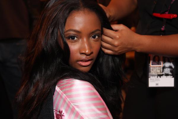 http://i.models.com/oftheminute/images/2009/11/Lyndsey_Scott.jpg