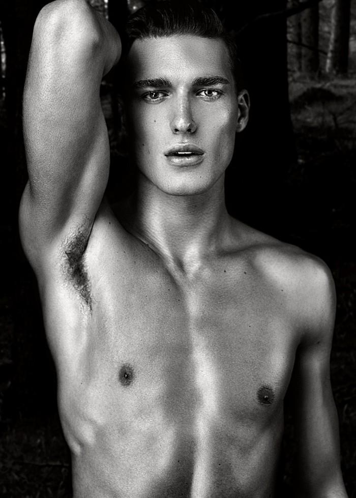 Nicolas-Jovanovic-by-Daniel-Jaems