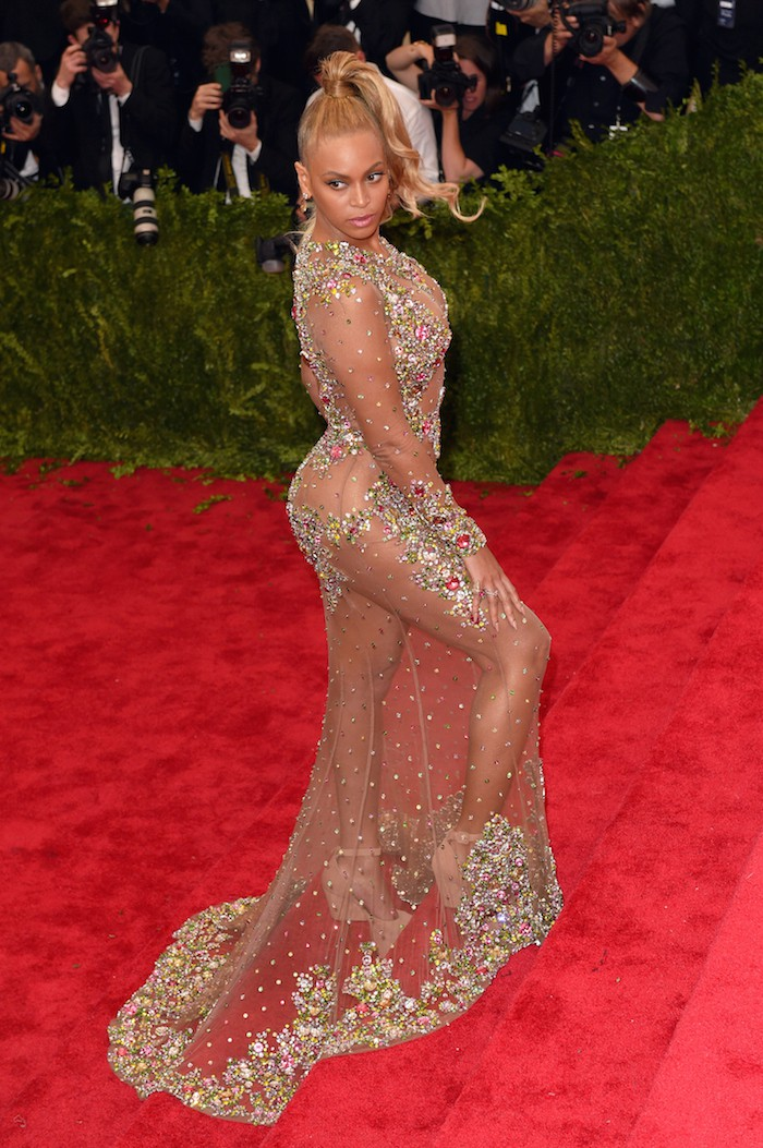"NEW YORK, NY - MAY 04:  Beyonce attends the ""China: Through The Looking Glass"" Costume Institute Benefit Gala at Metropolitan Museum of Art on May 4, 2015 in New York City.  (Photo by Karwai Tang/WireImage)"