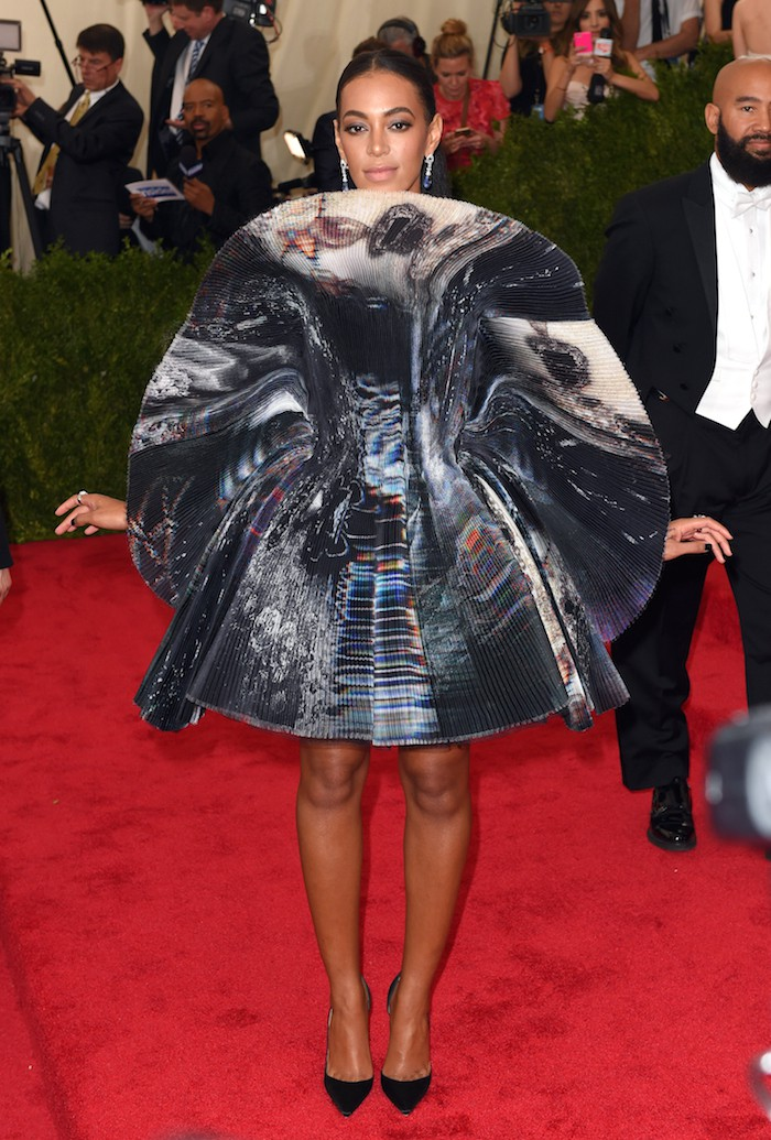"""NEW YORK, NY - MAY 04:  Solange Knowles attends the """"China: Through The Looking Glass"""" Costume Institute Benefit Gala at Metropolitan Museum of Art on May 4, 2015 in New York City.  (Photo by Karwai Tang/WireImage)"""